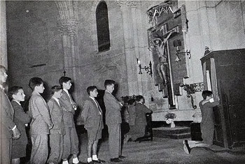 Youth lining up for confession