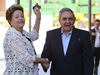 DIlma Rousseff holding Cuban colors