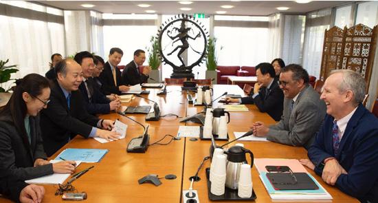 Posąg Śiwy na spotkaniu WHO