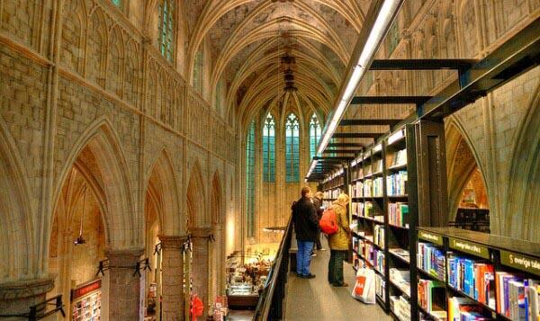 Domican Iglesia en libreria 01