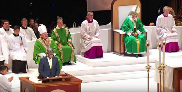 Homosexual lector at papal Mass 01