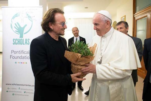 Francis recibe Bono 1