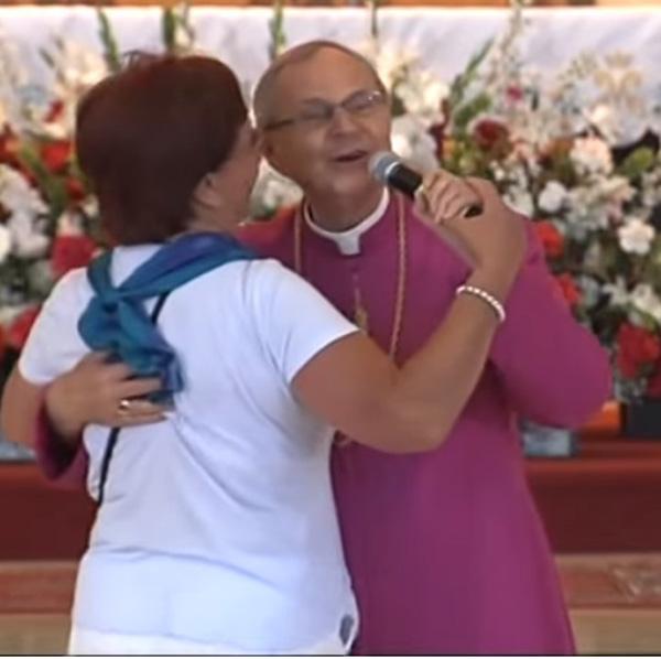 Obispo polaco baila al tango 1