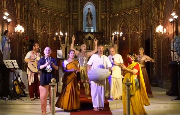 Ceremonia de Hare Krishna en la iglesia católica de Río 1