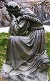 Nuestra Señora del Buen Éxito llorando