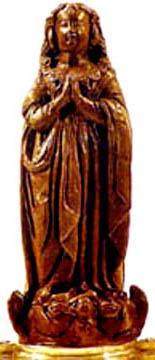 La estatua de barro de Nossa Senhora Aparecida.
