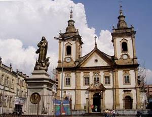 La fachada de la antigua basílica de aparecida.