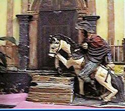 Una estatuilla de un hombre a caballo se detuvo ante la capilla de Aparecida.
