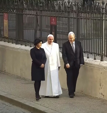 Pope Francis visit to the synagogue 2