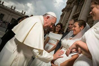 Francis blesses pregnant bride