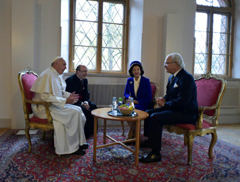 King Carl Gustaf receives Pope Francis