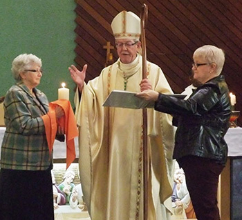 Bishop Moreau with female ministers serving at a novus ordo mass