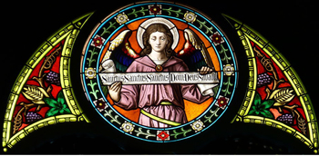 Stained glass window depicting an angel praying the sanctus
